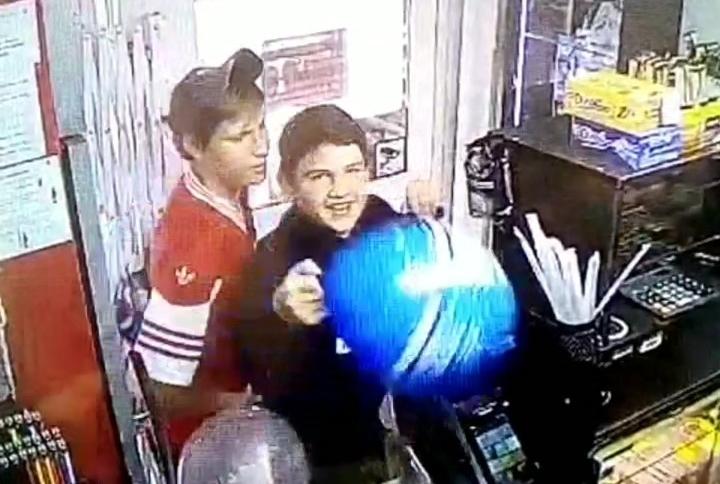 Подростки с шариками попытались обокрасть киоск в Краснодаре