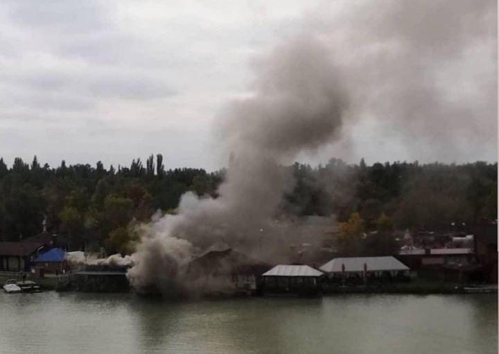 Пожар произошел в кафе на Солнечном острове в Краснодаре