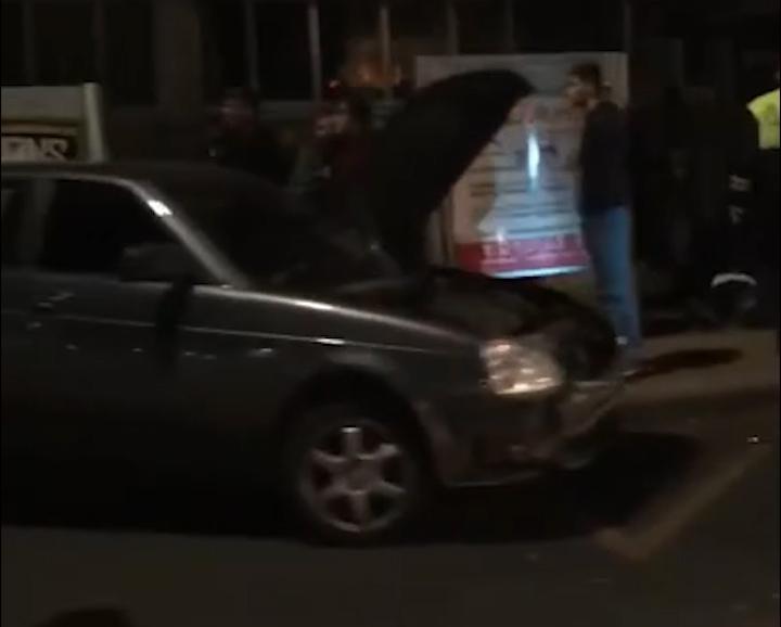 Водитель «Приоры» снес людей на автобусной остановке в Краснодаре