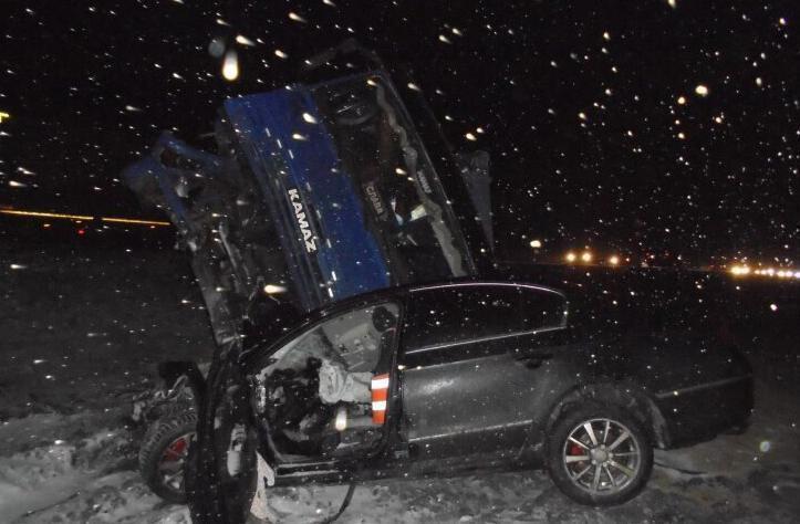 На машину жителя Кубани упал «КамАЗ» с ростовчанином за рулем, оба водителя погибли