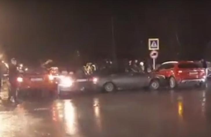 Комбо-авария в Адыгее: необычно столкнувшиеся автомобили попали на видео