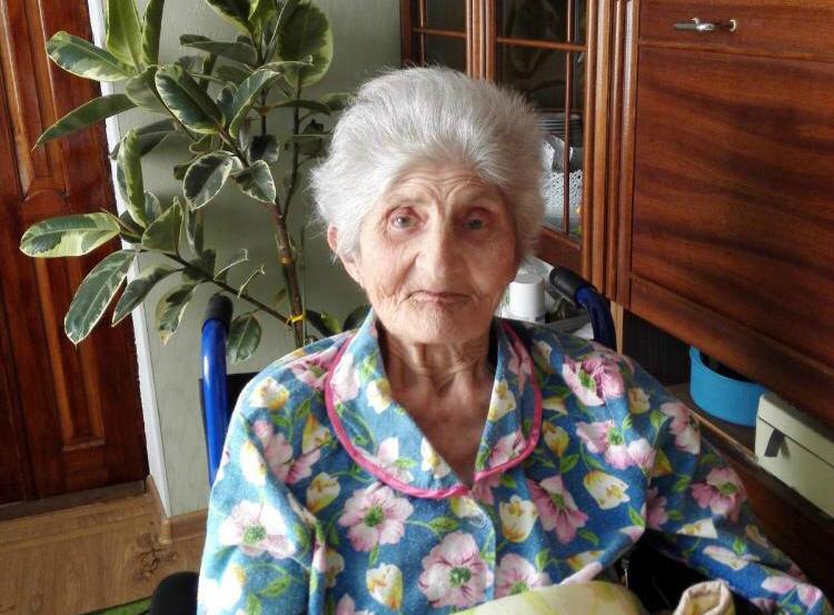 Внукам пришлось самим закапывать могилу бабушки в Усть-Лабинске
