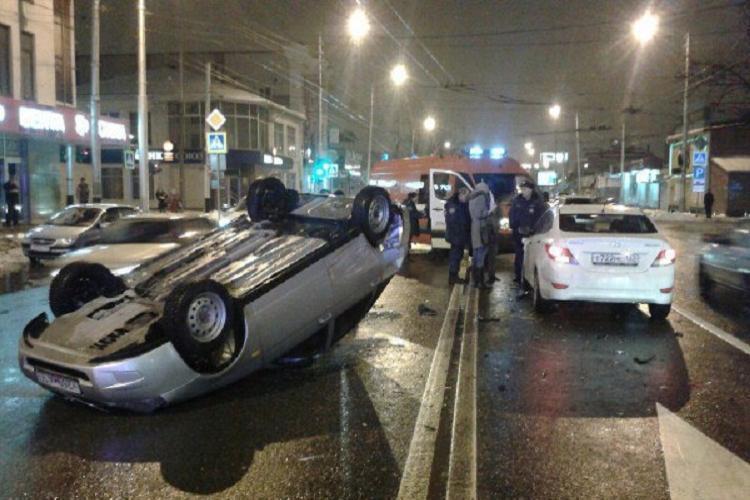 ДТП в Краснодаре: гонщик на «Приоре» перевернул машину на крышу