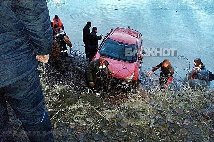 МВД: Поступило заявление об угоне рухнувшего с моста джипа