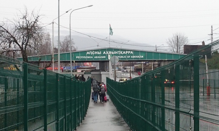 ВСочи мужчина пытался сбежать вАбхазию споддельным паспортом