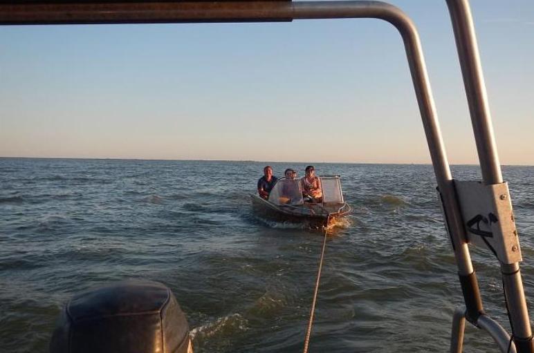 На Кубани семью с детьми спасли из водоема