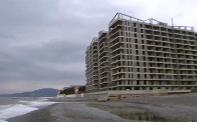 Следователи заинтересовались незаконными домами на самом берегу моря в Сочи