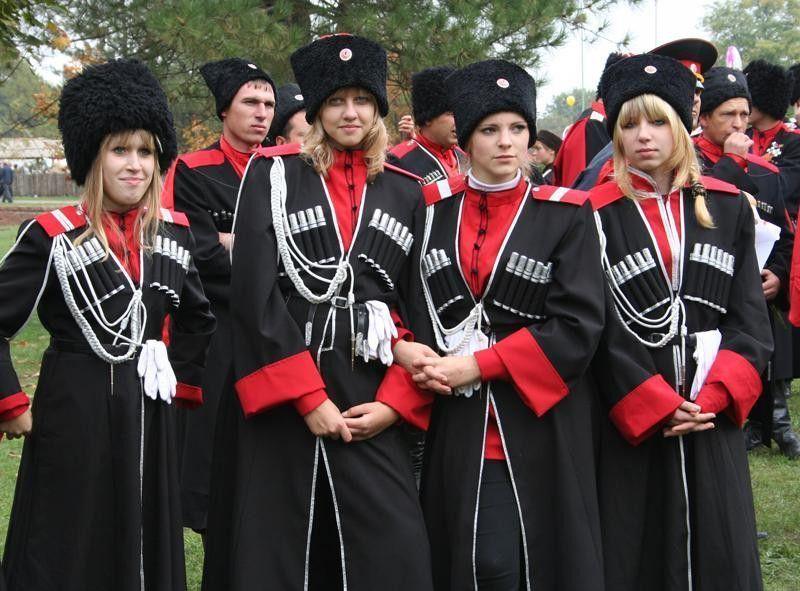 Атаман Кубани не желает видеть женщин в рядах казаков