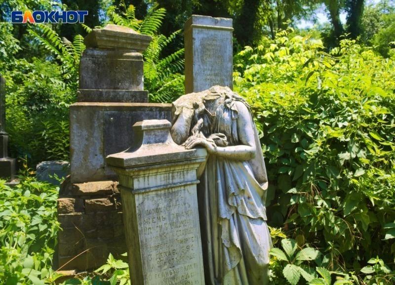 В Краснодаре стали проводить экскурсии по самому старому кладбищу