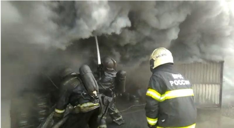 Крупный пожар произошел в частном доме на Кубани