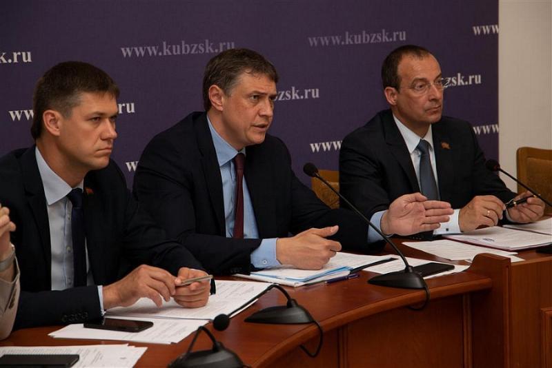 Депутаты и чиновники Кубани подвели итоги выполнения госпрограмм  региона