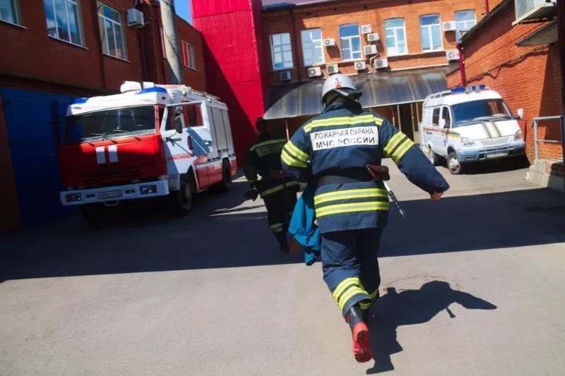 Пожар площадью тысяча кв.м произошел под Краснодаром