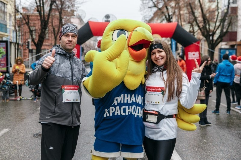 Около 600 человек пробежали по Краснодару в первом забеге года