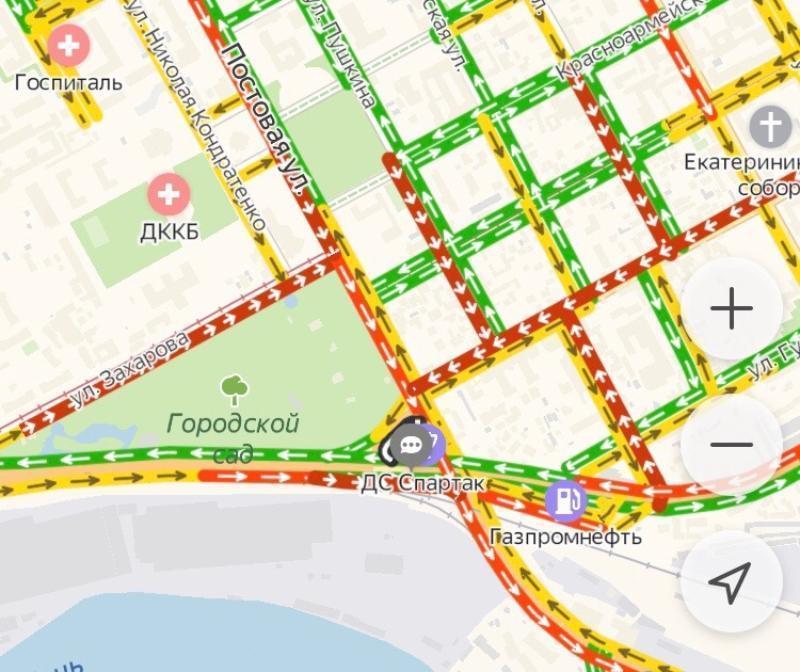 Из-за ремонта Суворовского моста в Краснодаре образовался многокилометровый затор