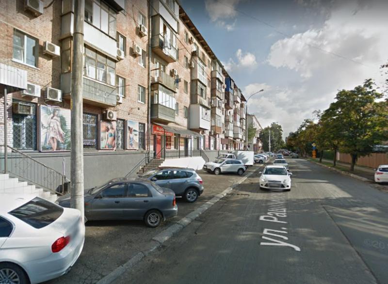 На улице Рашпилевской в Краснодаре запретят парковаться
