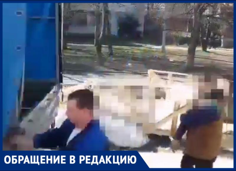 С «ГАЗелей» выгрузили мусор на контейнерной площадке в Краснодаре