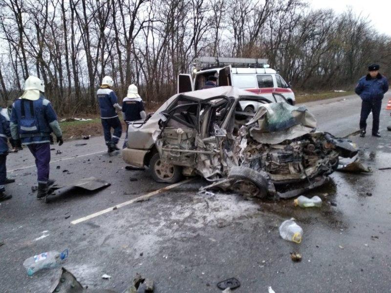 В лобовом столкновении на Кубани погибли ребенок и трое взрослых