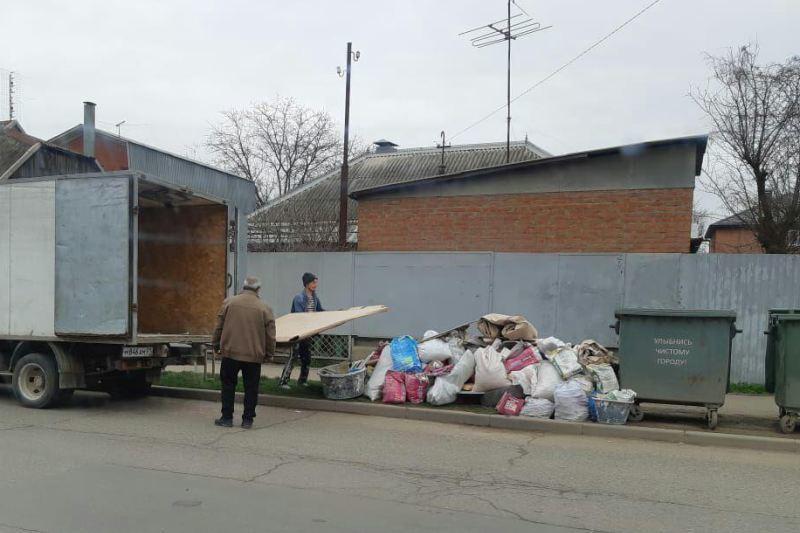 Двоих мужчин в Краснодаре оштрафуют за выброшенный мусор