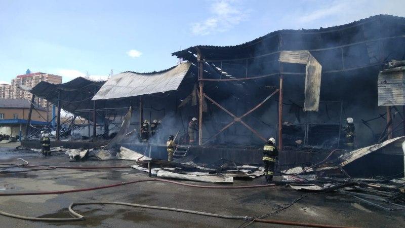 Крупный пожар в краснодарском мебельном центре «Снежная королева»: открытое горение ликвидировали