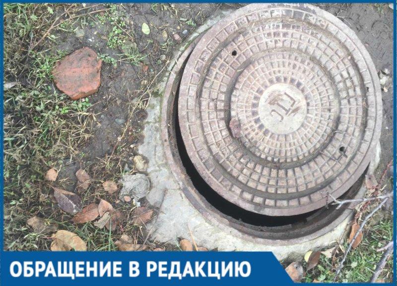 Женщина провалилась в открытый люк в Краснодаре