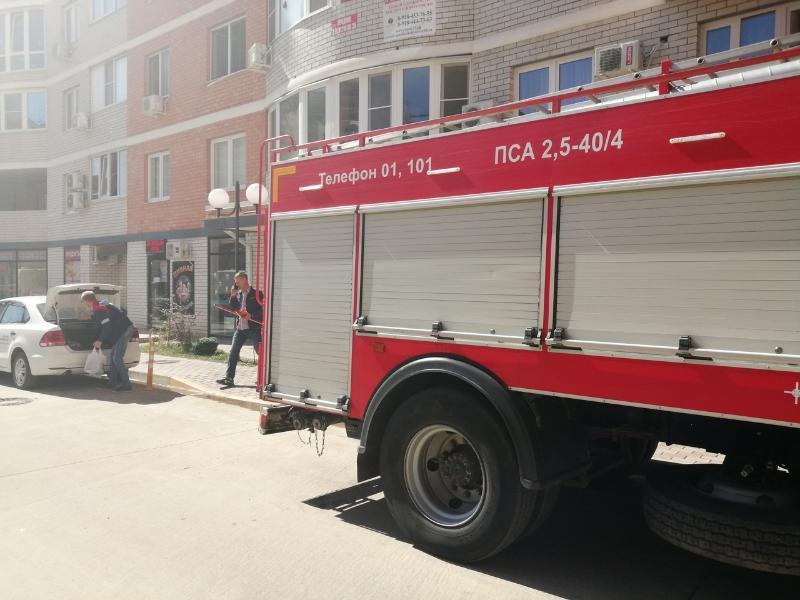 При пожаре в краснодарской многоэтажке два человека пострадали, еще 50 эвакуированы
