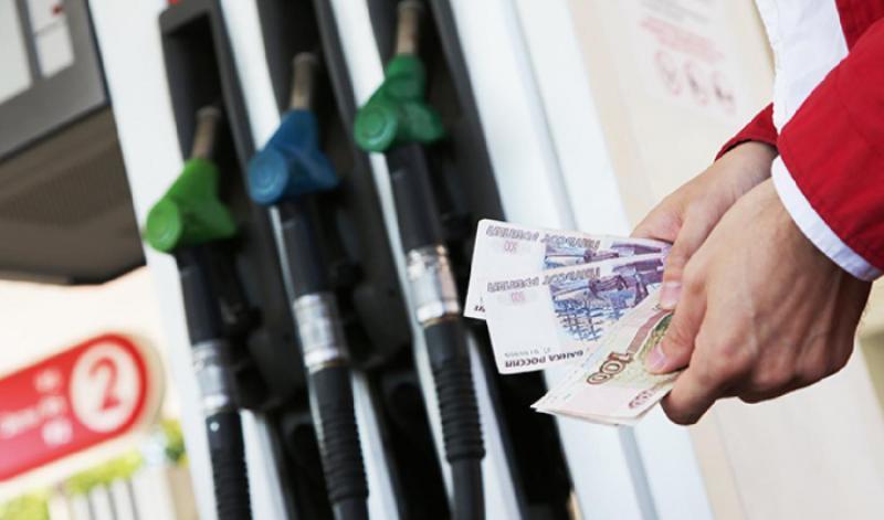 Более 1,3 млн рублей потратят на бензин чиновники Краснодара