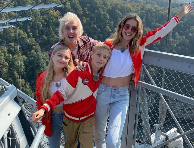 Супермодель Наталья Водянова привезла детей на отдых в Сочи