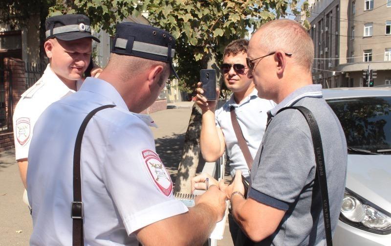 Работники МИДа Украины нарушили правила парковки вКраснодаре