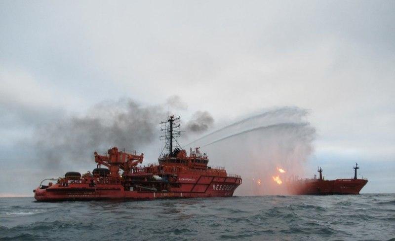 Горящие в Черном море танкеры могут отбуксировать в порты Кубани