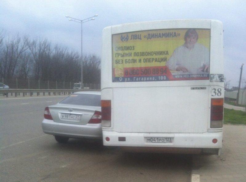 Водитель спровоцировал ДТП с маршруткой в Краснодаре и сбежал
