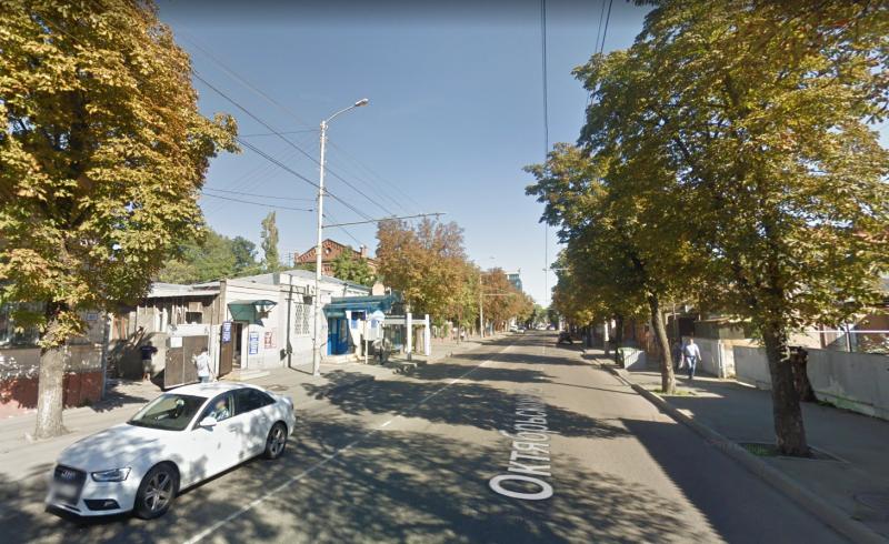 На улице Октябрьской в Краснодаре закроют одну из полос дороги
