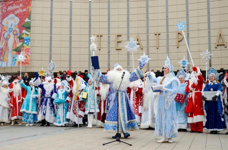 Сотни Дедов Морозов пройдут по главной улице Краснодара