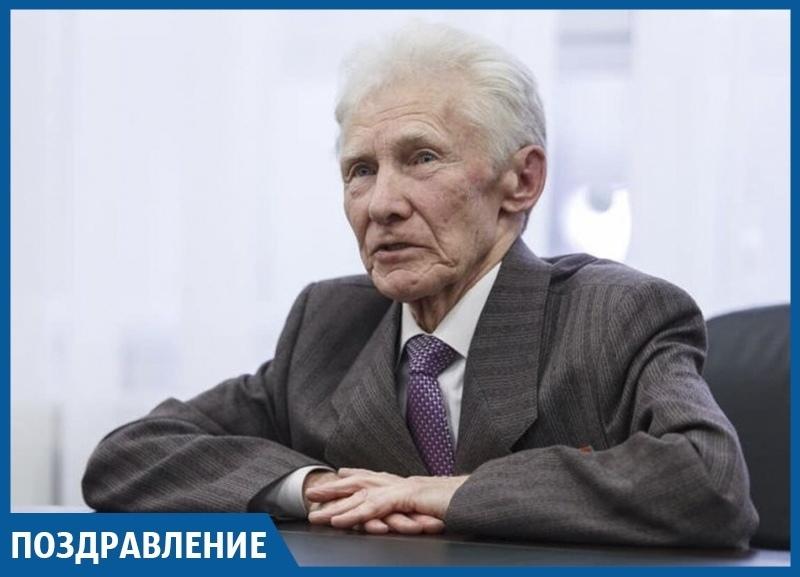 Старейшему марафонцу Краснодара администрация города сделала необычный подарок