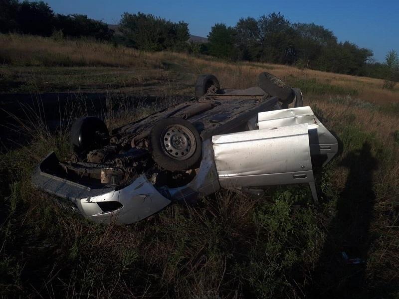 Кубанец опрокинул машину на крышу, но выжил