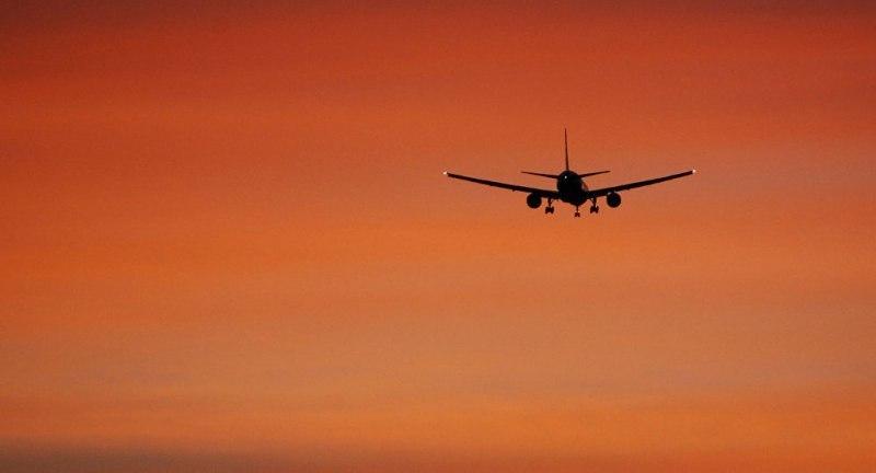 На борту самолета, летевшего в Сочи, умер человек