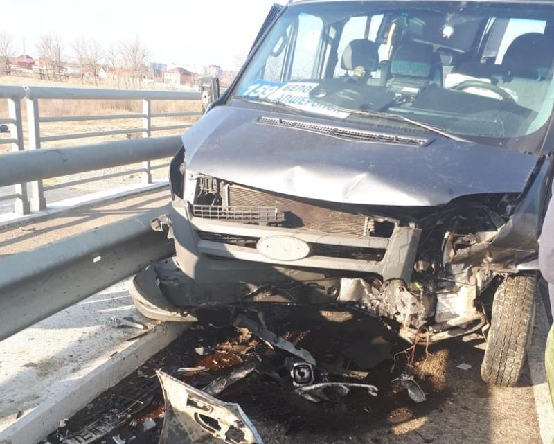 На Кубани в ДТП с маршруткой пострадали четыре человека