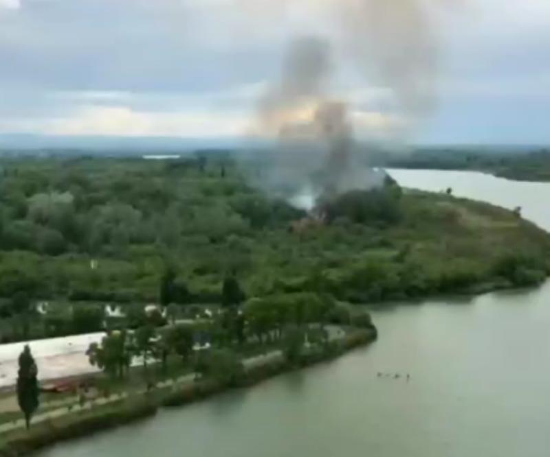 «Все шашлычники»: на Большом острове в Краснодаре вспыхнул пожар