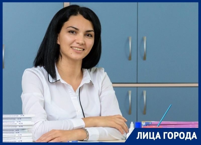 «В школе мне было трудно», - учительница начальных классов Юлия Ломбина