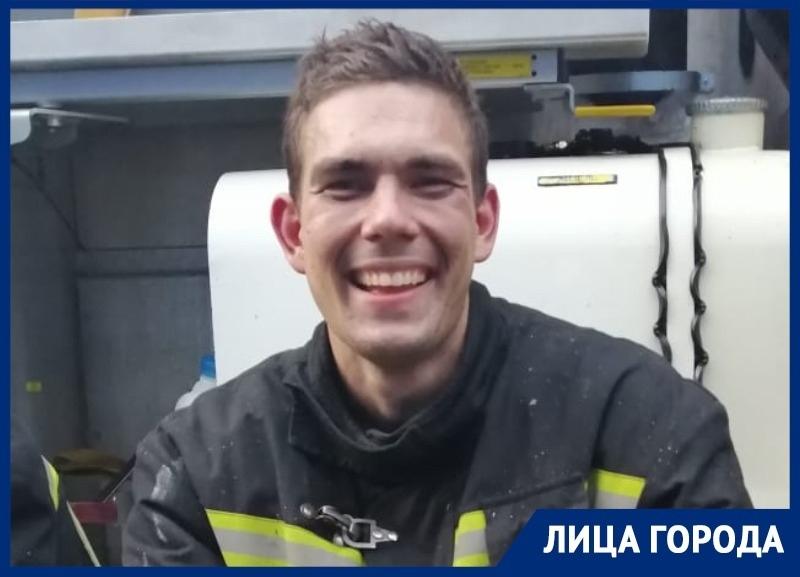 «Герой нашего времени»: пожарный Роман Евтыхов всю жизнь мечтает о сцене