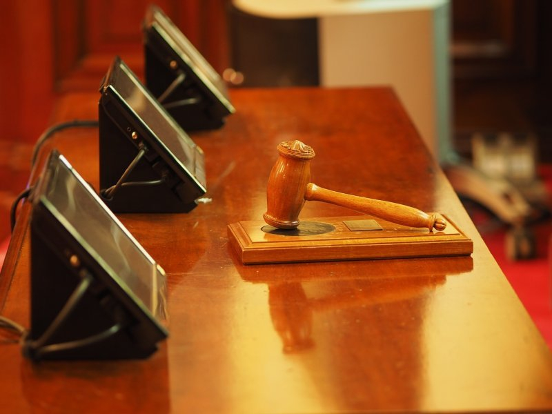 Краснодарский адвокат украл у своего спящего друга два телефона