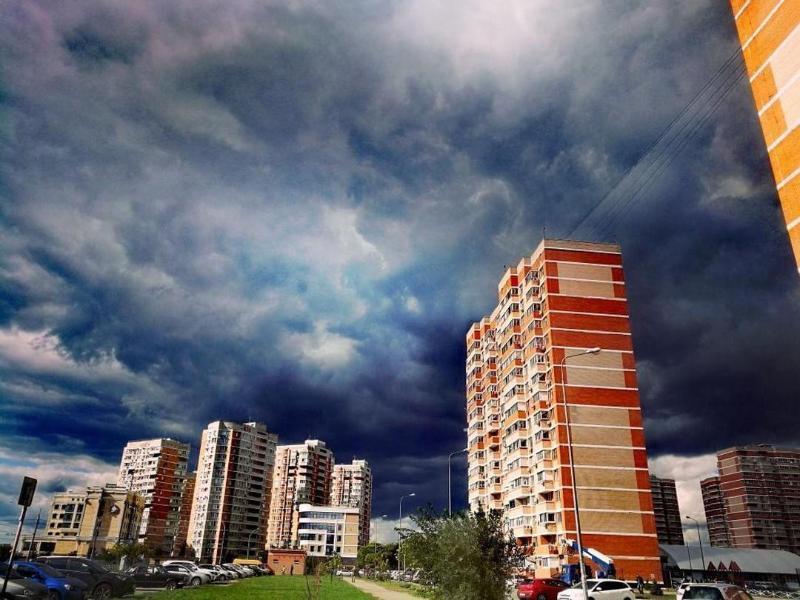 Экстренное предупреждение о ливне, грозах и граде объявили на Кубани