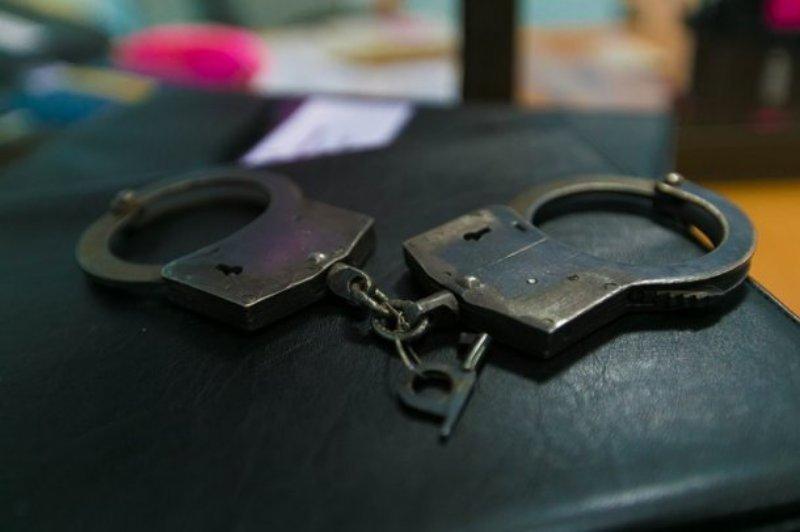 Двое пьяных парней с пистолетом ограбили таксиста в Краснодаре