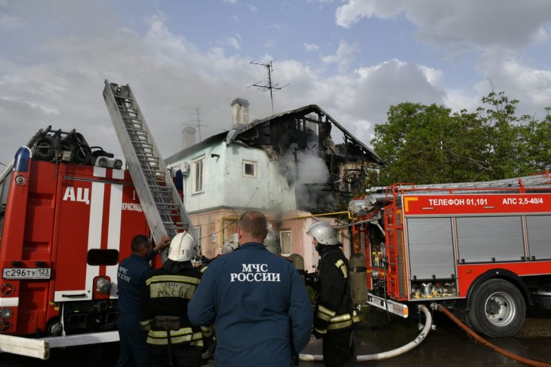 Из горящего дома в Краснодаре эвакуировали 15 жильцов