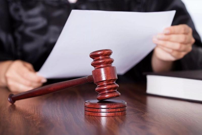 Чиновник краевой администрации потребовал 300 тысяч рублей взятки у бизнесмена