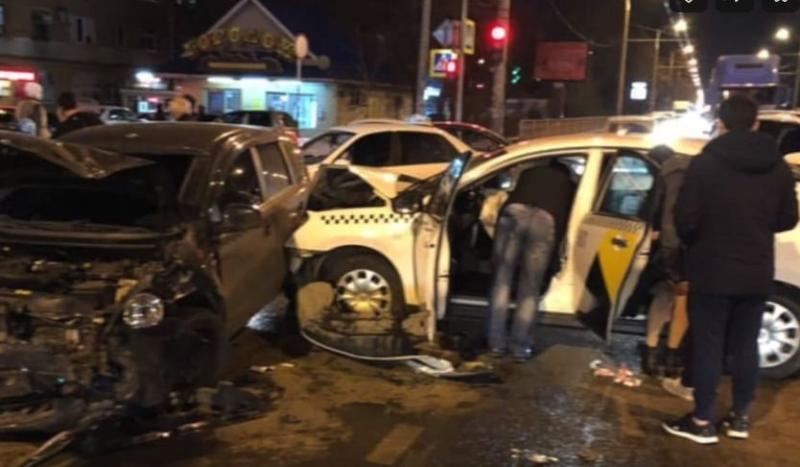 Очередное ДТП произошло в Краснодаре с участием «Яндекс.Такси»