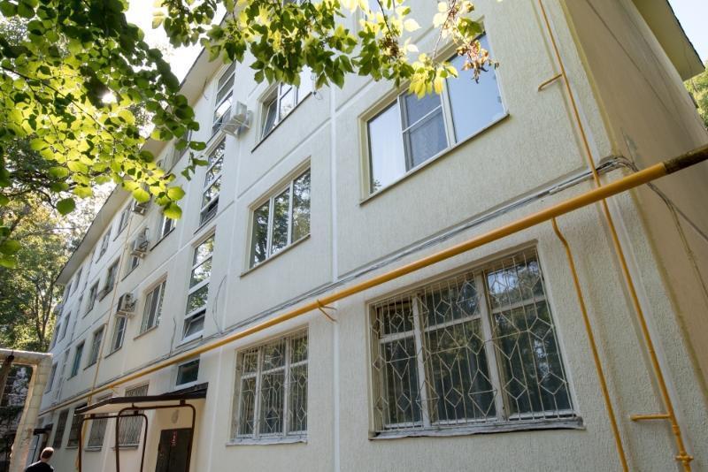 Впервые за 57 лет в Краснодаре обновили фасад четырехэтажки