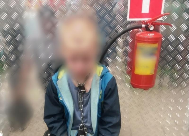 Отец, привязавший на Кубани ребенка цепью, назвал это вынужденной мерой