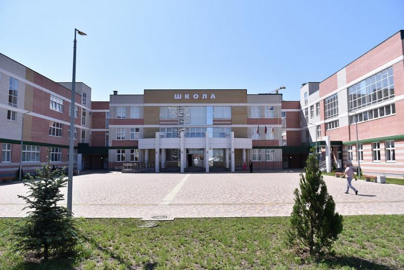 В новой школе Краснодара произошло обрушение фасада