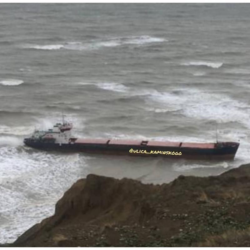 Еще один корабль сел на мель в Краснодарском крае