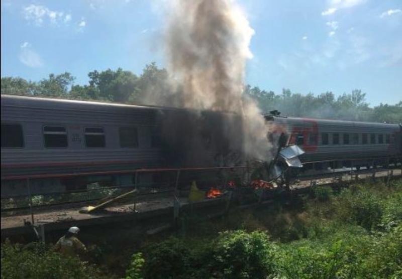 Из-за столкновения поезда и грузовика под Краснодаром пострадали 15 человек